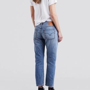 Levi's Crop In Stitches Jeans Distressed NWT